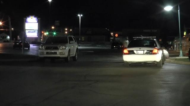 Robbers Steal Car In Tulsa Fontana Shopping Center Parking Lot