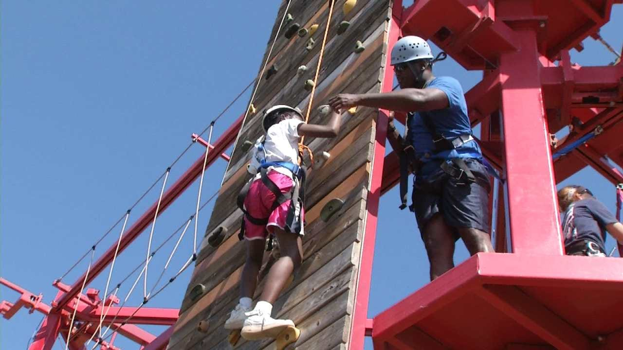 Tulsa Police, Kids Work Together On Ropes Course