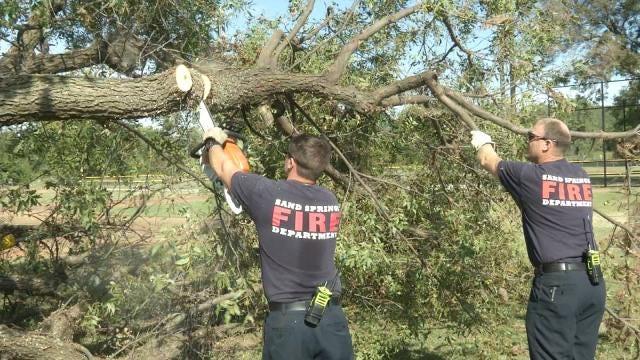 Sand Springs Volunteers Help Spruce Up Tornado-Damaged Park