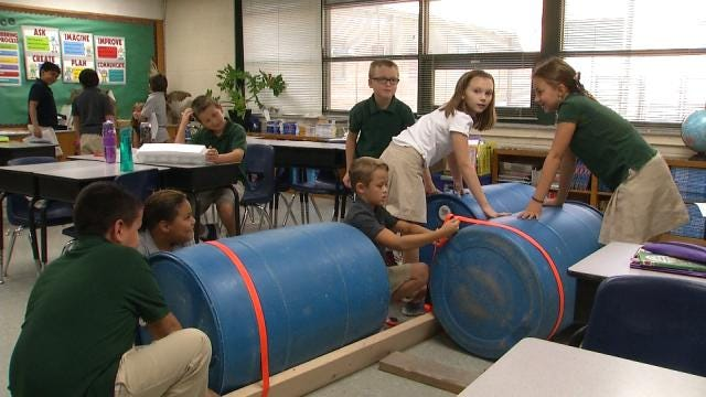 Fourth Graders Enter Great Raft Race For Class Assignment