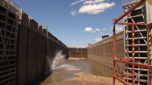 Corps Does Checkup On Webbers Falls Lock And Dam