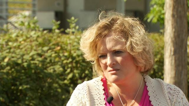 Woman Tirelessly Searches For Answers In Father's 1990 Murder