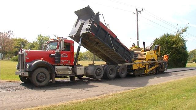 Crews Hard At Work To Finish Oklahoma Road Projects Before Winter