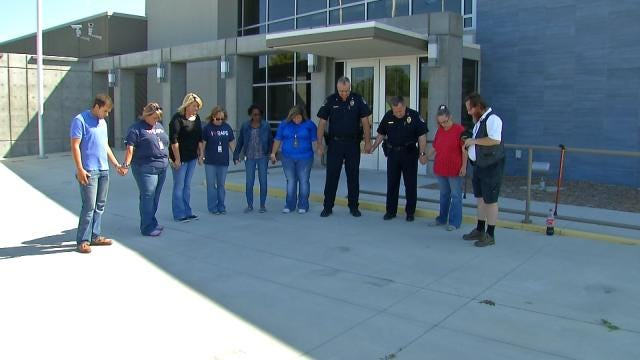 Oklahoma Communities 'Back The Blue' With Day Of Prayer