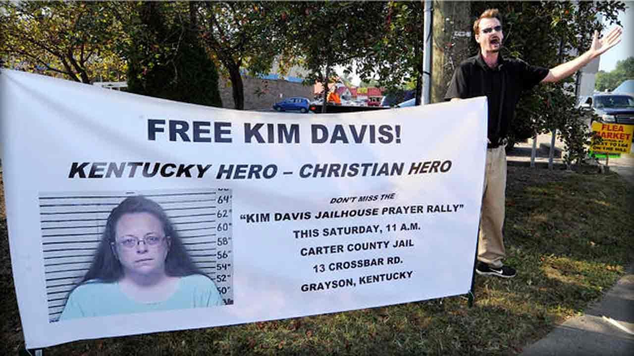 Lawyers Seek Federal Injunction To Free Embattled Kentucky Clerk