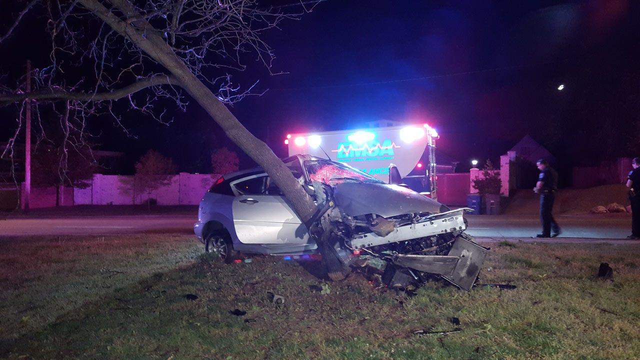 Police: Car Slams Into Midtown Tulsa Tree