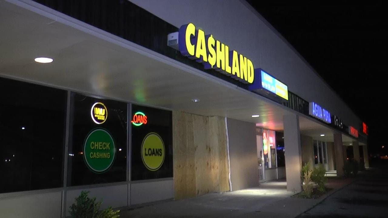 Car Crashes Into East Tulsa Business