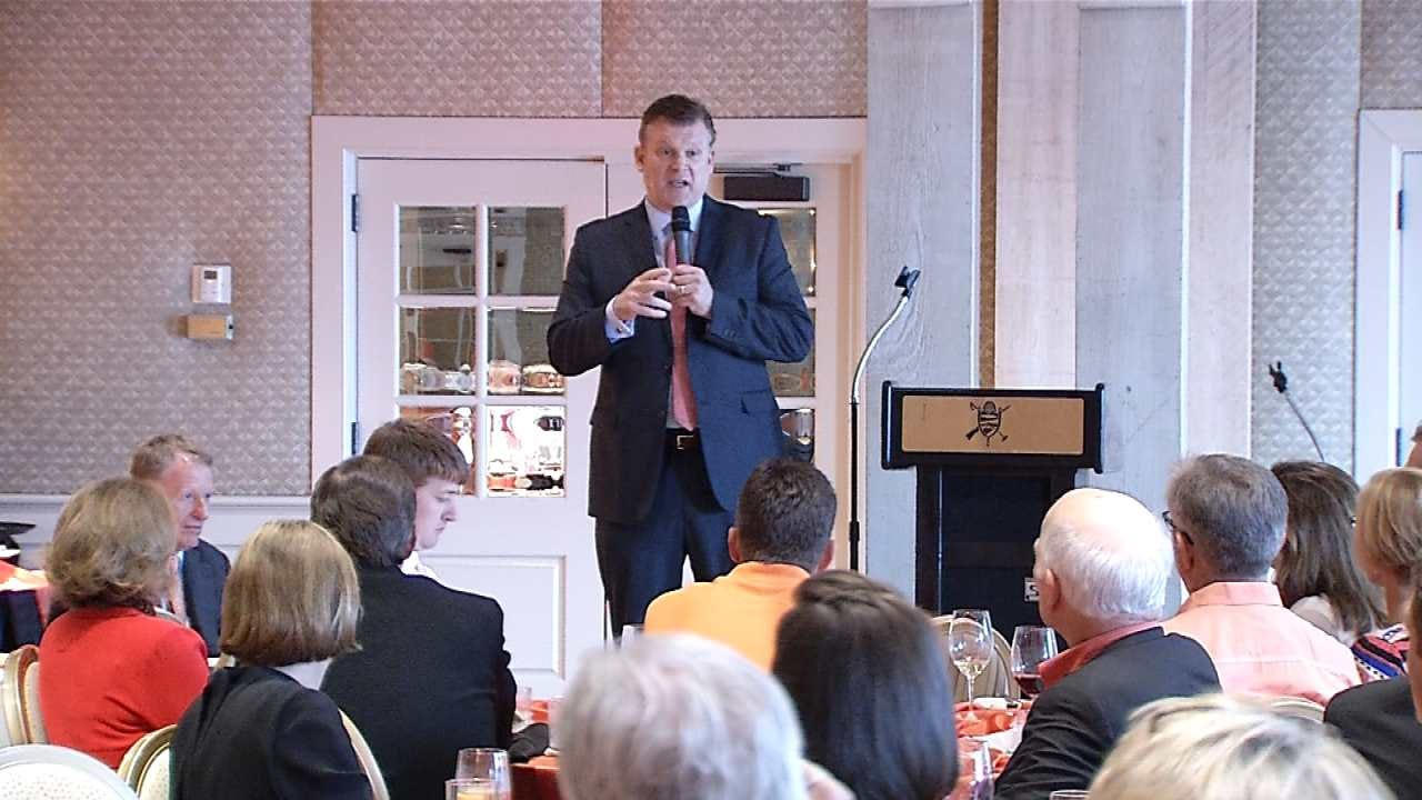 OSU: Brad Underwood Meets With Cowboy Supporters At Tulsa's Southern Hills