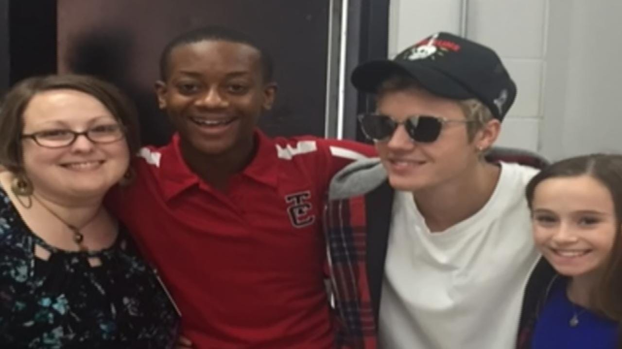 Surprise Justin Bieber Appearance Leaves Tulsa High School Stunned