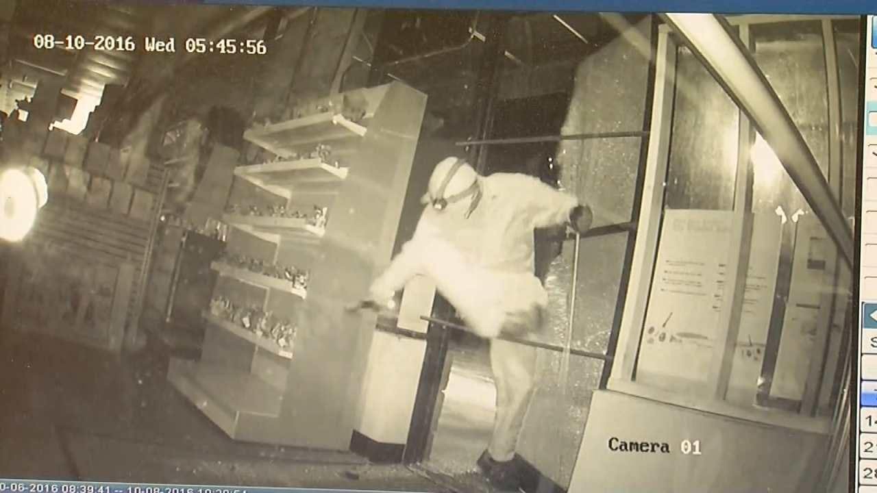 WATCH: Crook Robs Tulsa HobbyTown