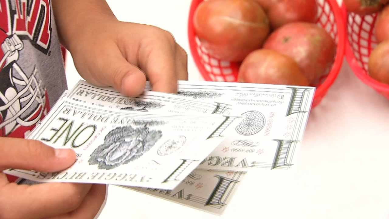 Farmers Market Teaching Tahlequah Students About Health, Money Management