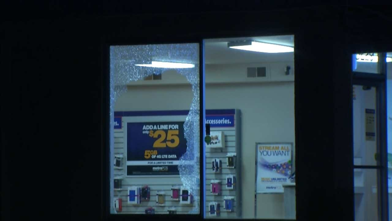 Two Caught On Video Breaking Into Tulsa Cell Phone Store
