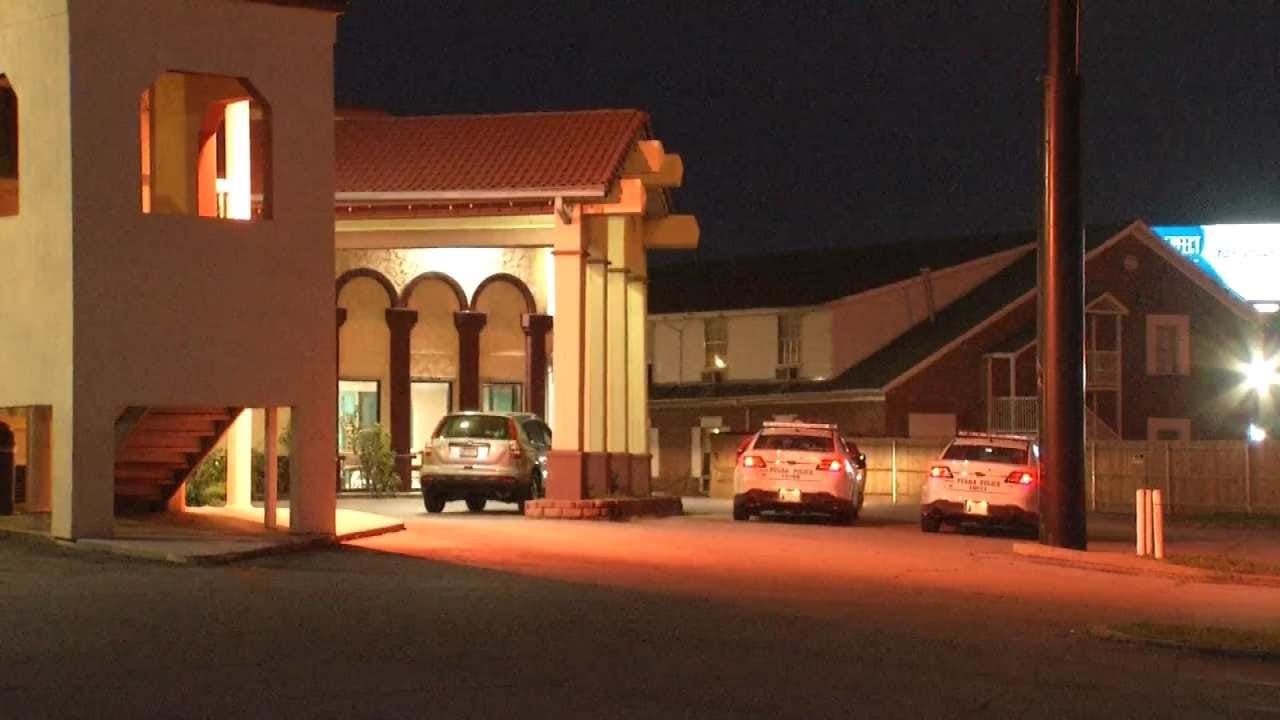 Two Tulsa Motel Guests Robbed Of Cash