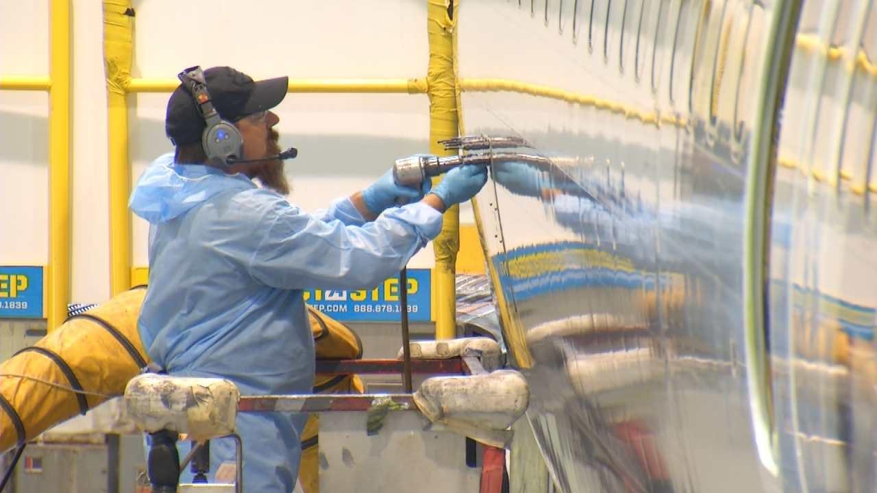 Under Interim Deal American Airlines Mechanics Will Receive Big Raises In November