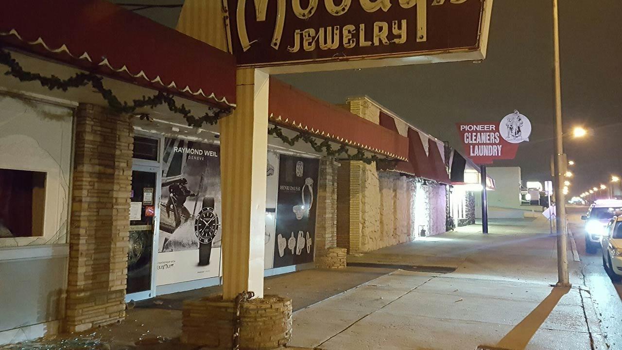 Rock Used In Tulsa Jewelry Store Burglary Attempt