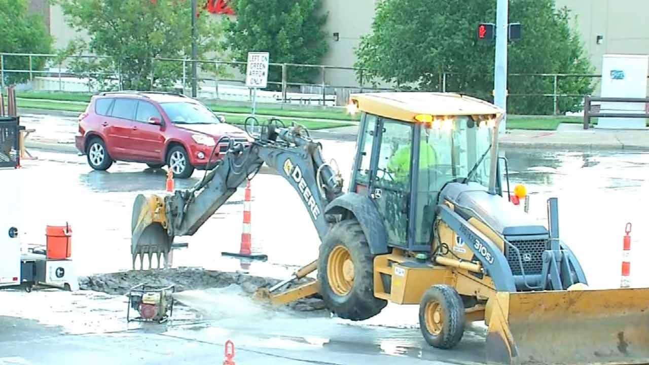 Water Leak Repair Narrows Traffic Lanes At 71st And Sheridan In Tulsa