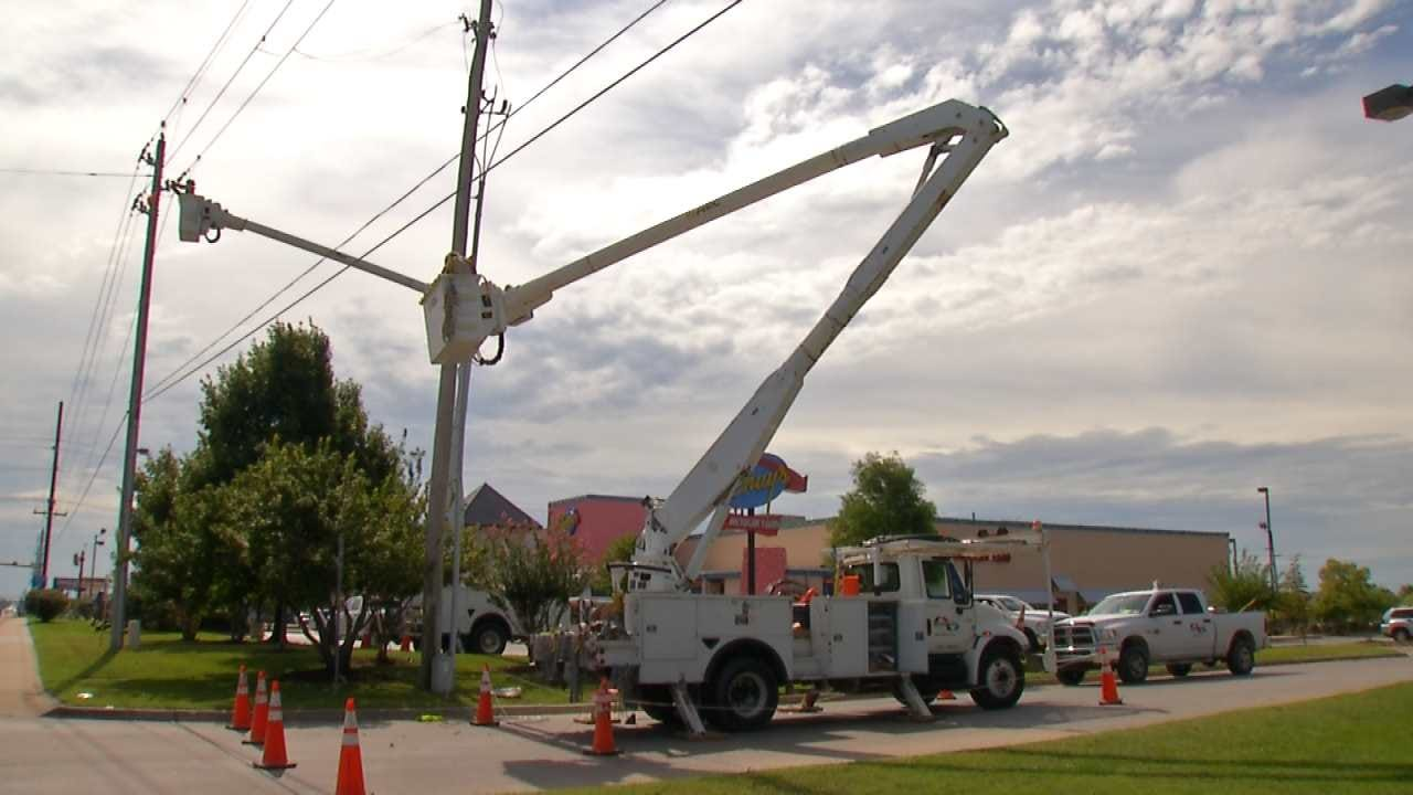 Crews Work To Restore Power To Green Country Storm Victims