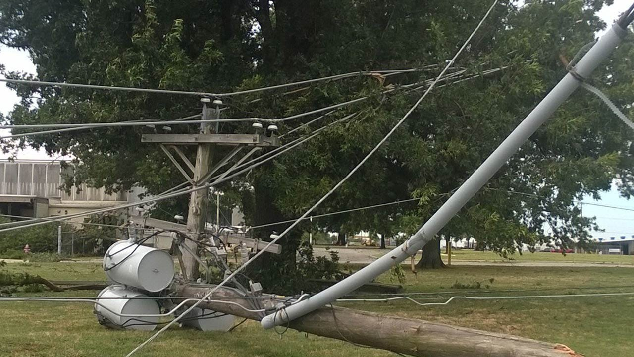 OG&E Works To Restore Power To Its Customers