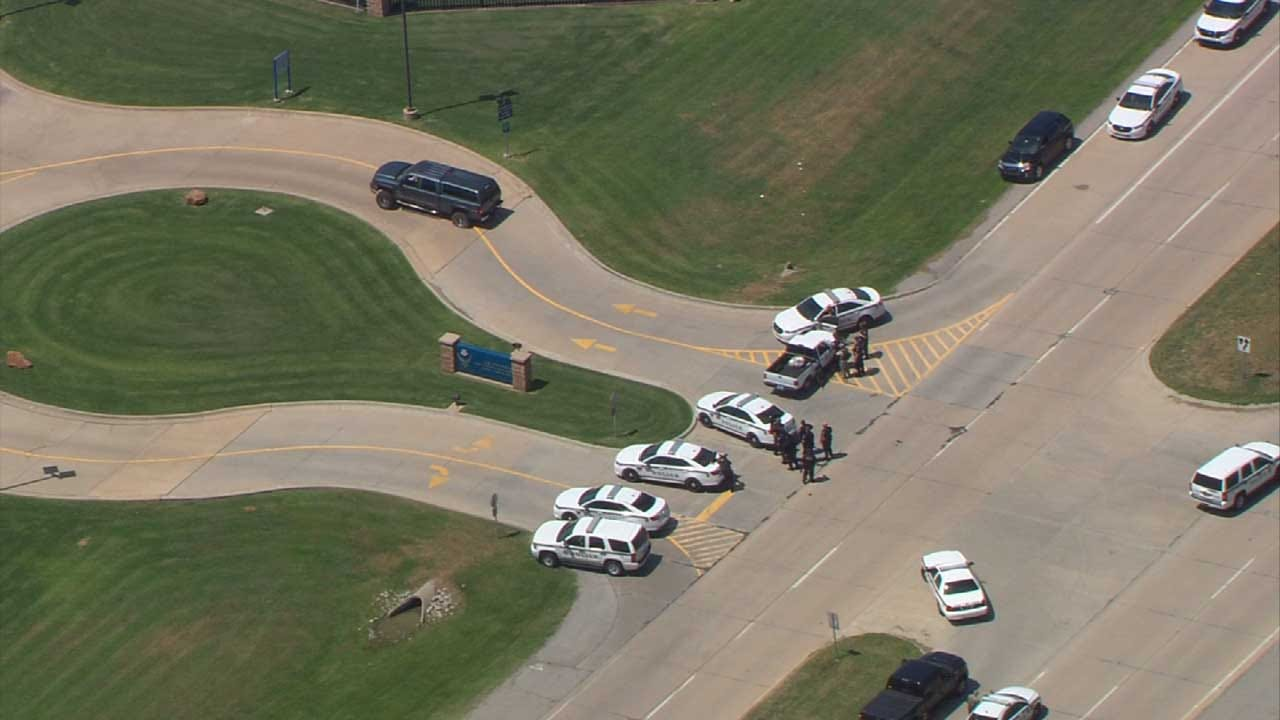 Police: Suspect In Tulsa Standoff Acted Strangely At Oologah Businesses