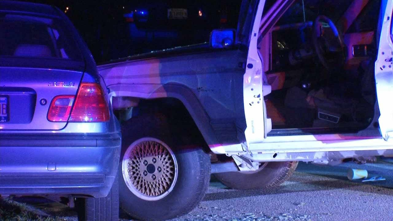 Three Escape Following Tulsa Chase, Crash
