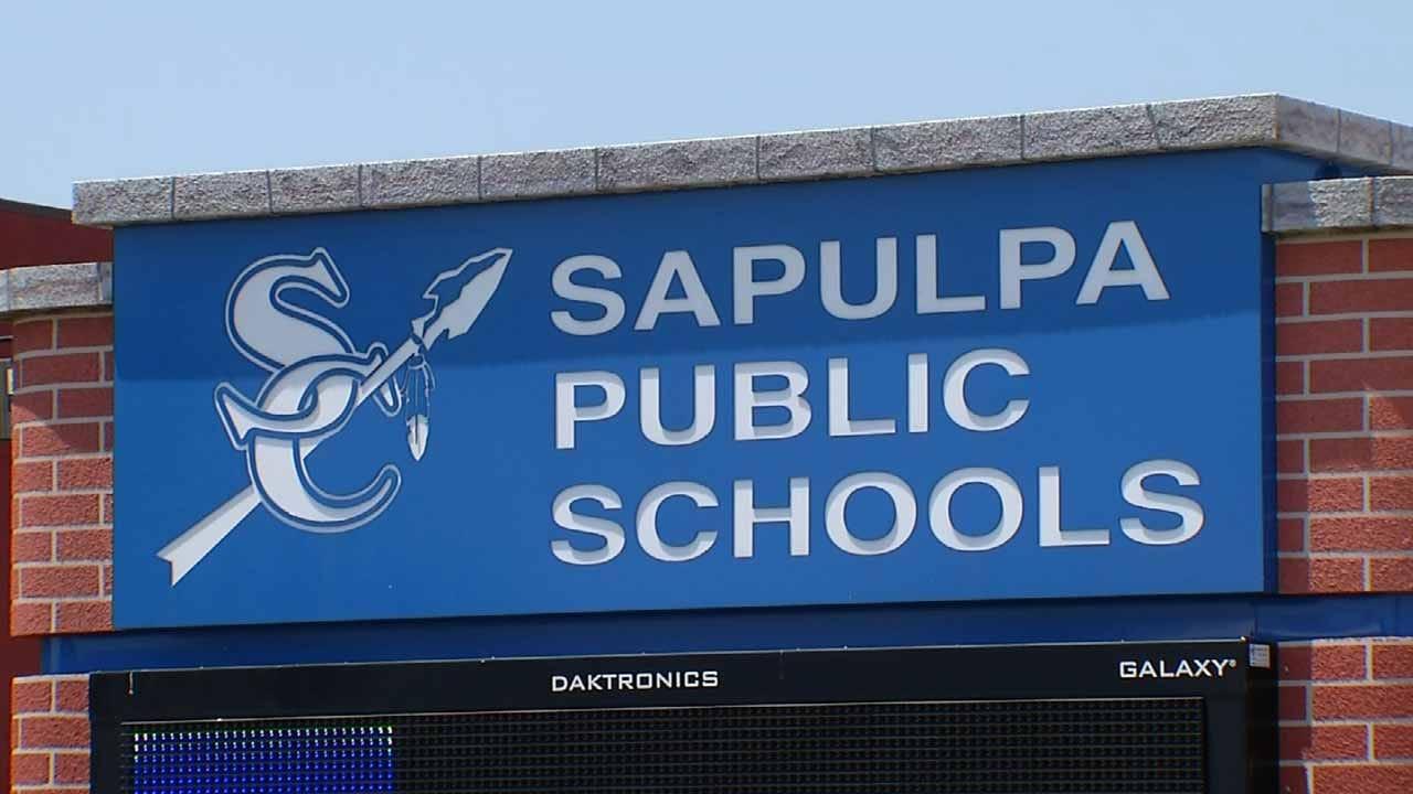 Sapulpa Community Supports Former Principal, Asks For Leadership Change