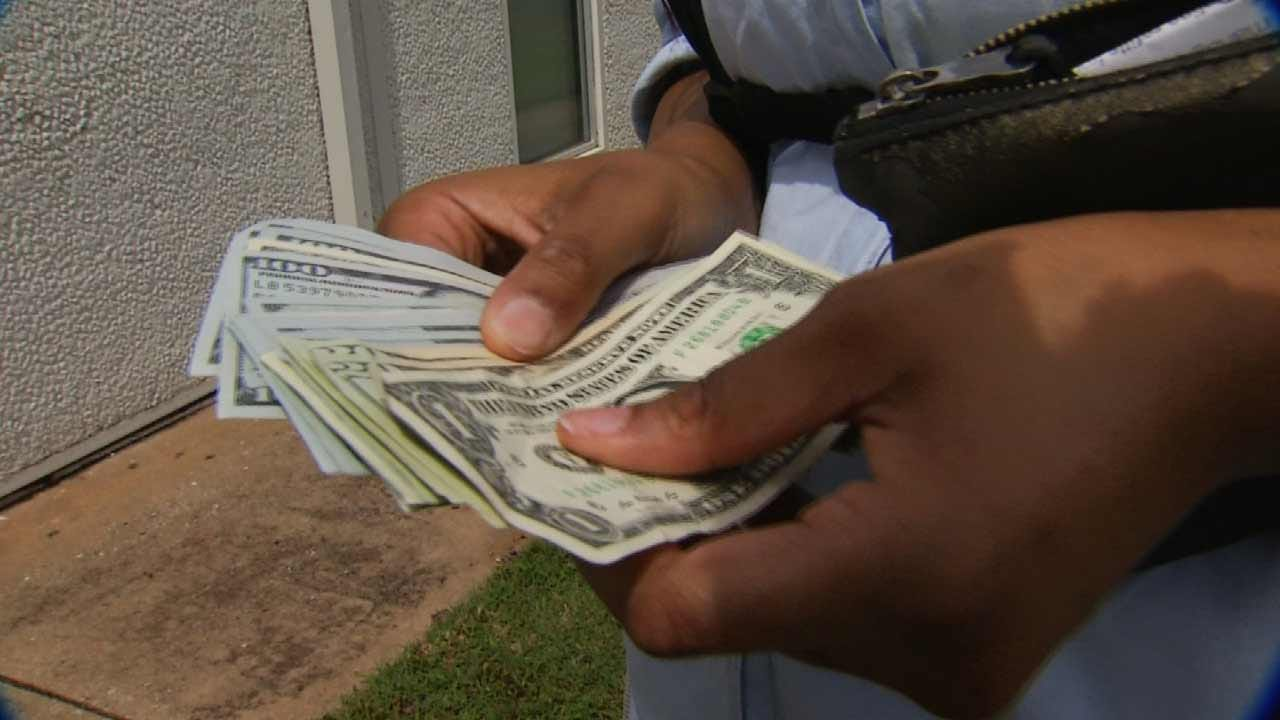 Oklahoma Woman Helps Reunite Mississippi Woman With Lost Wallet, $2,000