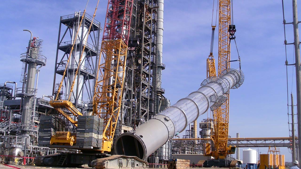 Tulsa Refinery Begins Installing Giant Naphtha Splitter