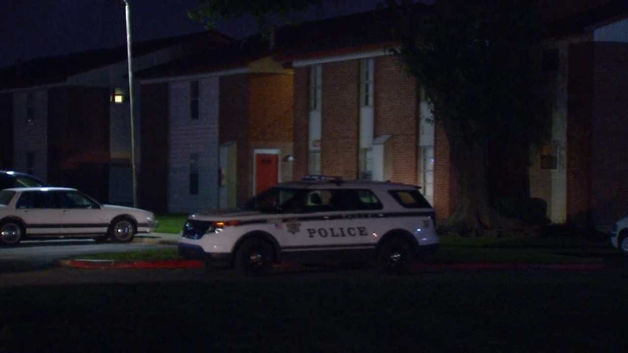 Police: Woman In Custody After Stabbing At Tulsa Apartment