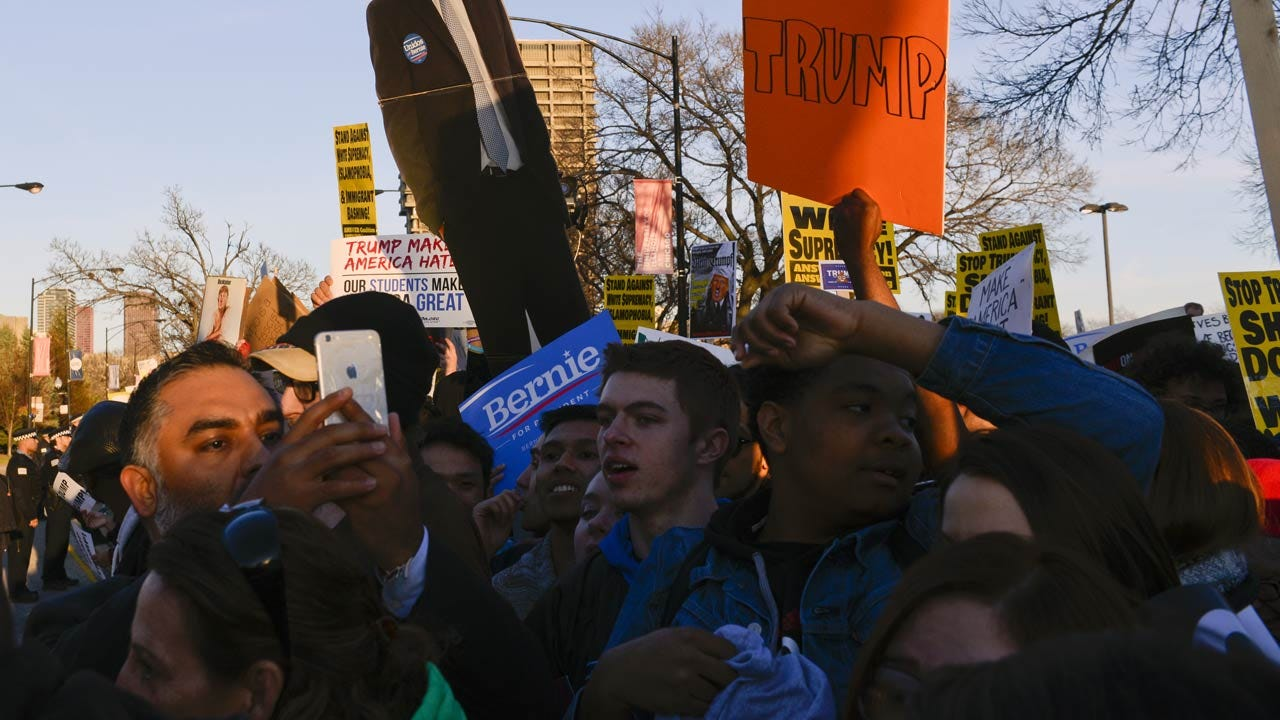 Donald Trump Overwhelmed By Protesters, Cancels Chicago Rally