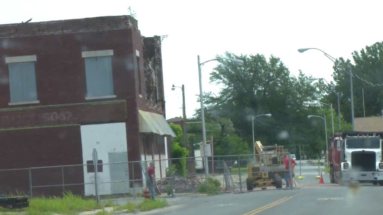 Wall Of Muskogee Building Collapses Into Street