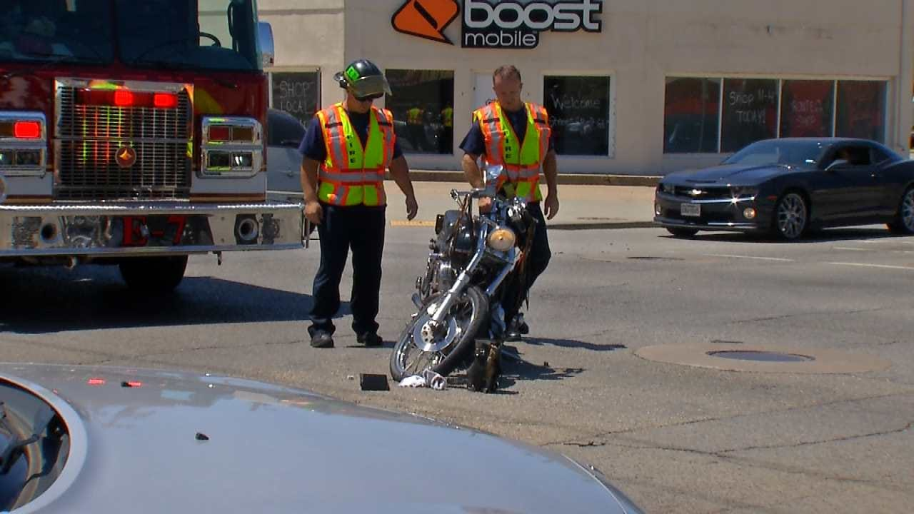 2 Hospitalized After Midtown Tulsa Wreck