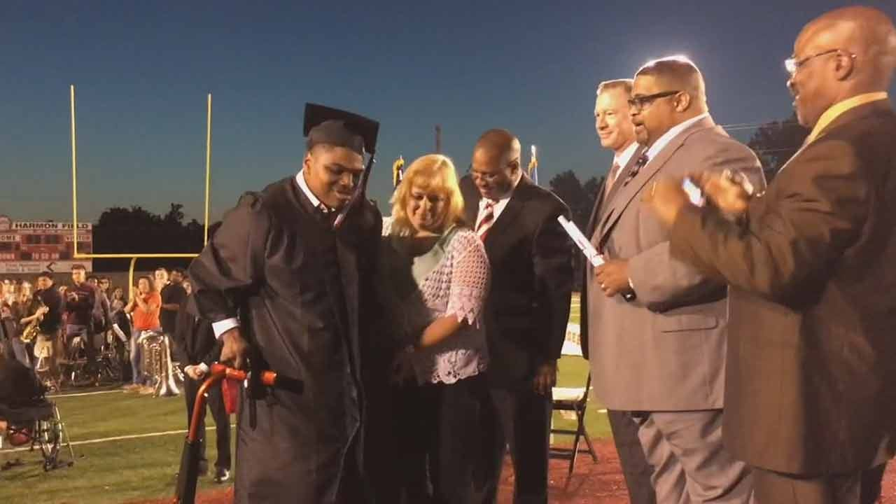 Okmulgee Teen With Cerebral Palsy Walks For First Time To Accept Diploma