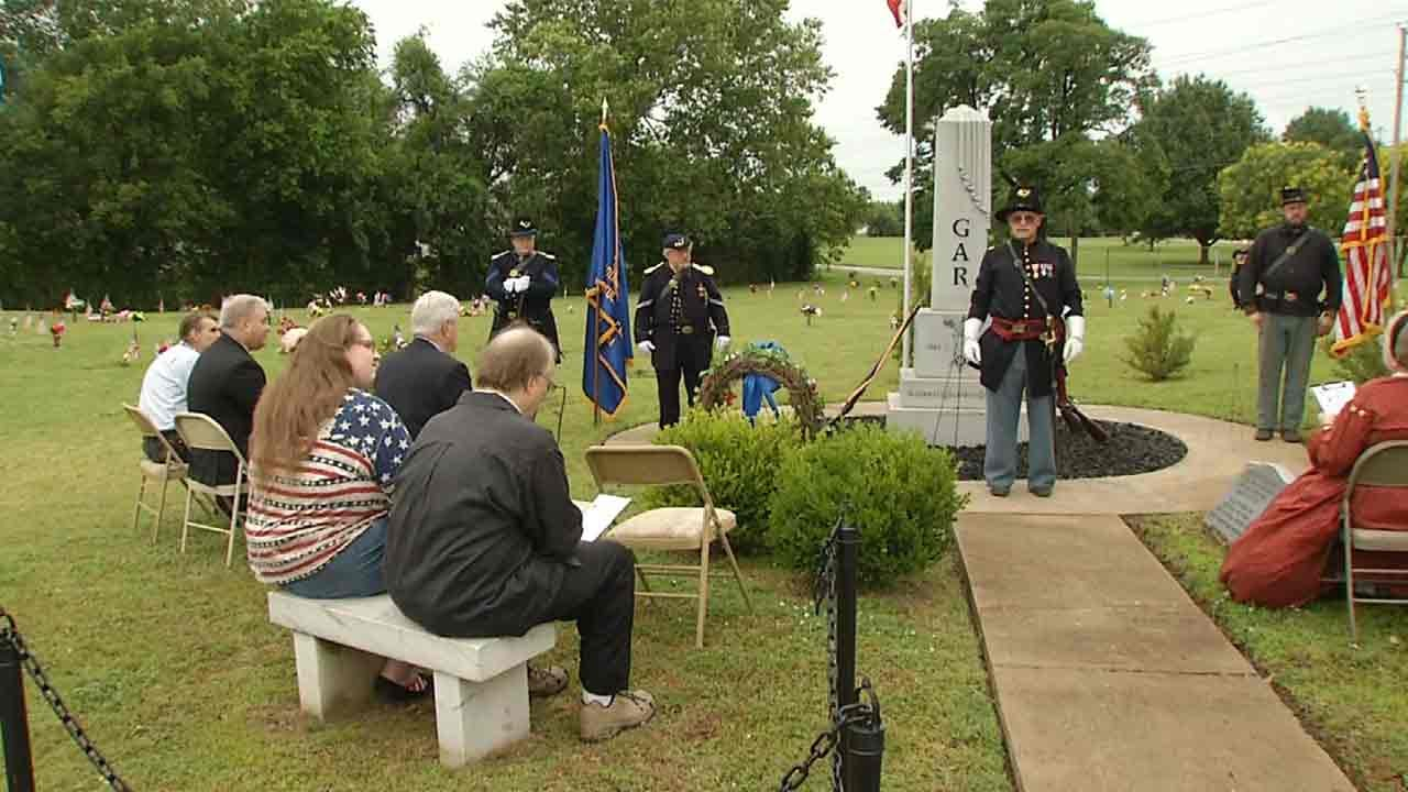 Group Recognizes Union Civil War Veterans At Tulsa Cemetery