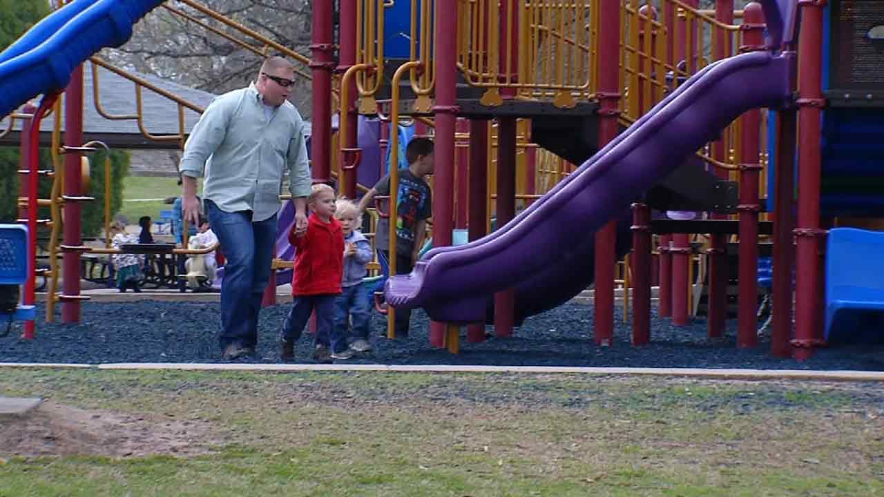 Experts: 'Stranger Danger' Wrong Approach To Keep Your Kids Safe