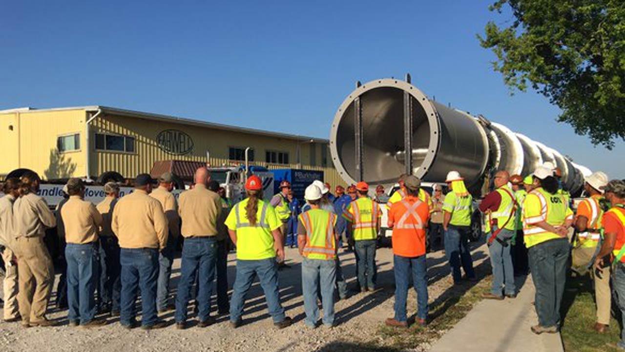 Huge Splitter Tower Begins Move Across West Tulsa