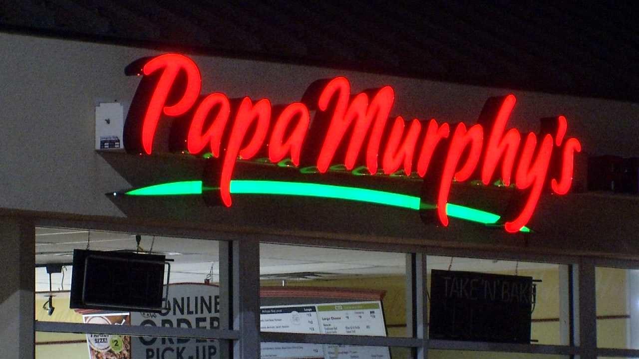 Armed Robber Leaves 'Tip' For Tulsa Restaurant Worker