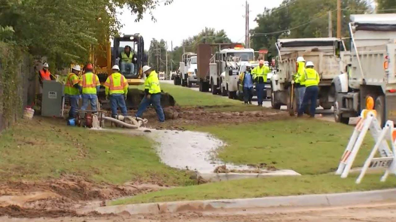 Crews Work To Repair Break In Broken Arrow Water Line