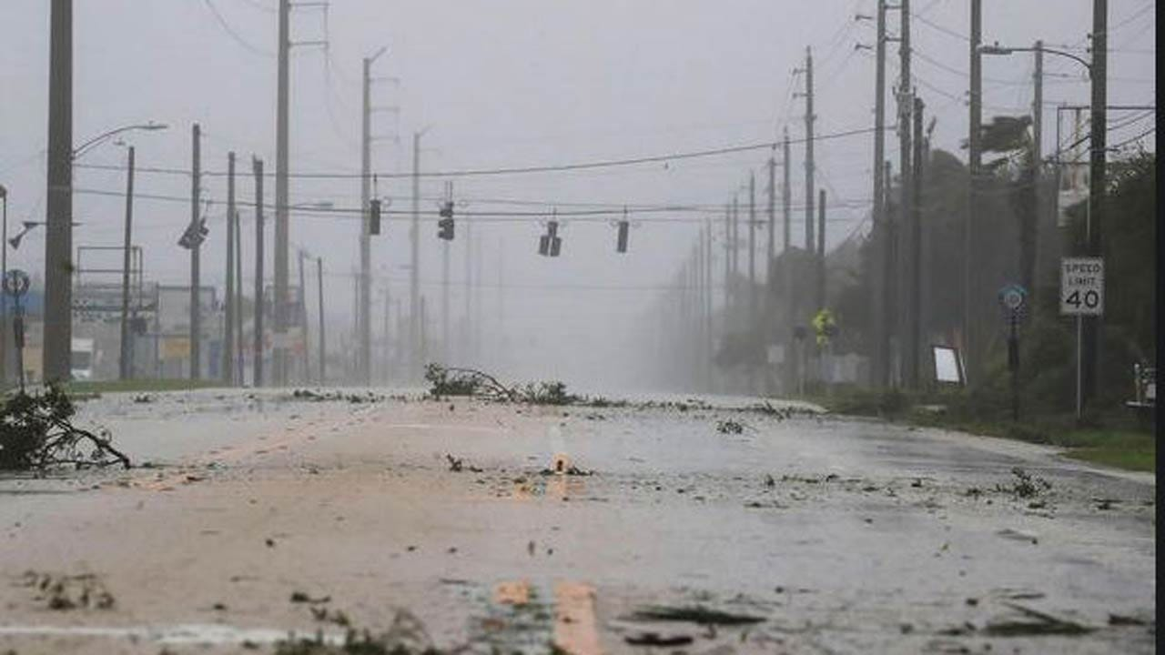Hurricane Matthew Hammers Florida, One Million Households Without Power