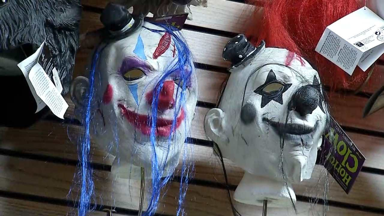 Clown Costumes Selling Rapidly This Halloween Season Due To 'Creepy Clown Craze'