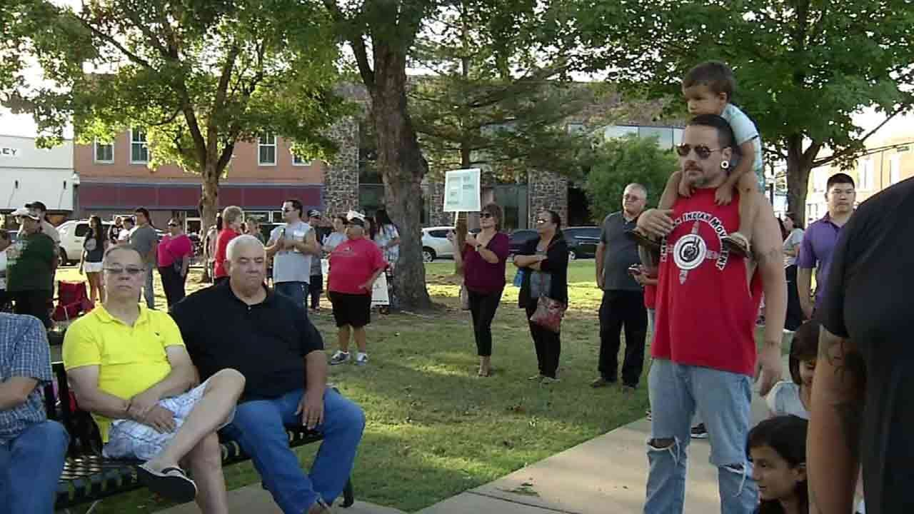 Hundreds Meet In Tahlequah To Support North Dakota Tribe