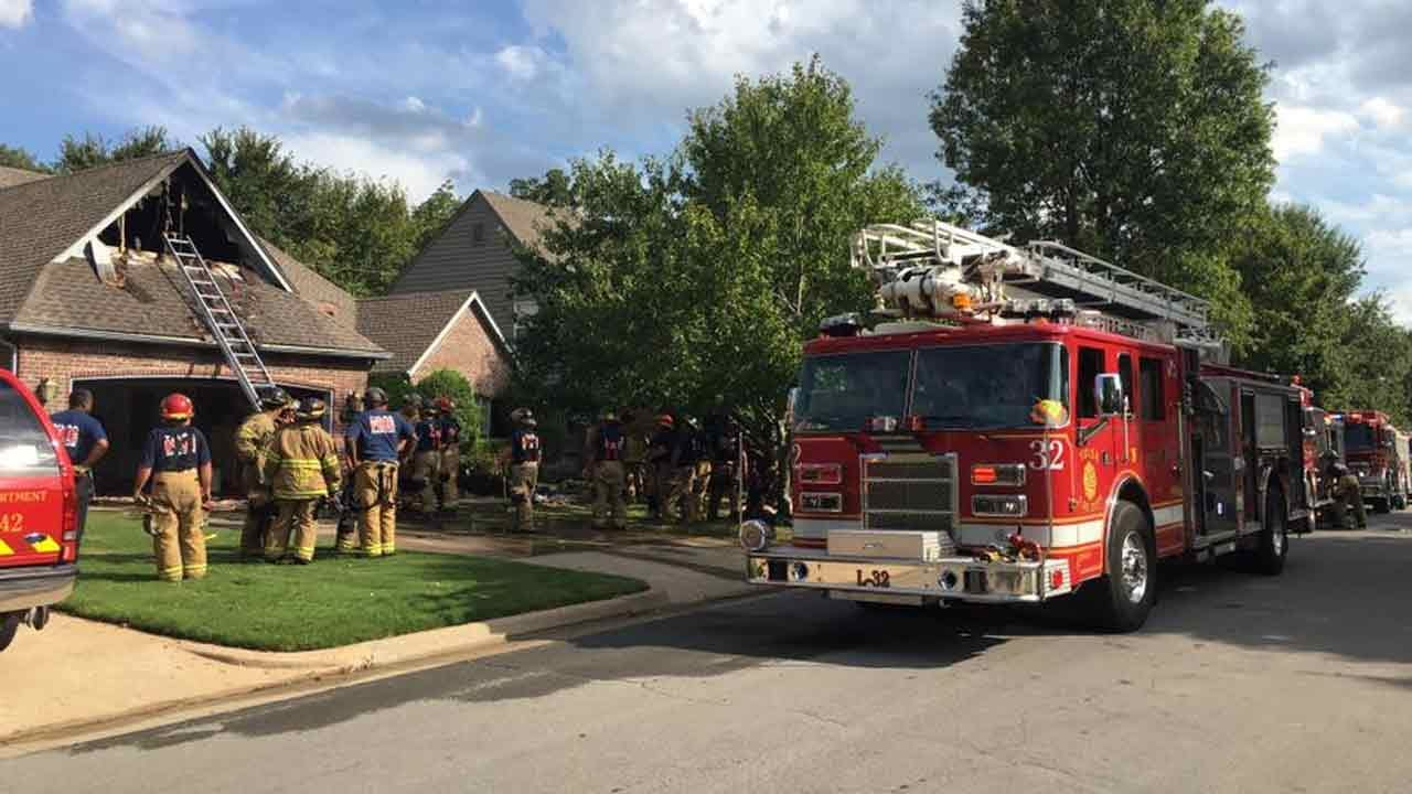 No Injuries As Firefighters Battle Tulsa House Fire