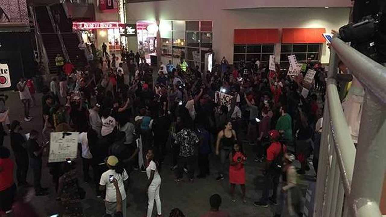 Second Night Of Violent Protests In Charlotte Following Police Shooting
