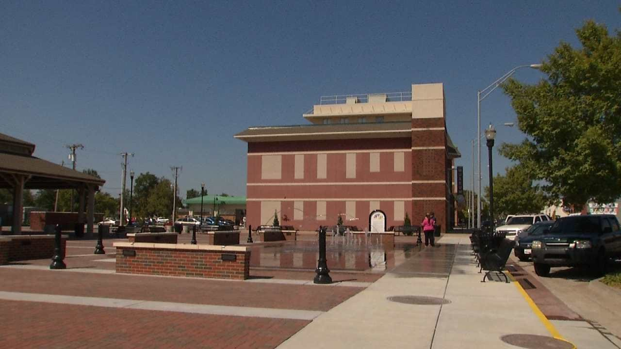Broken Arrow's Rose District Turns On New Lighted Water Fountain