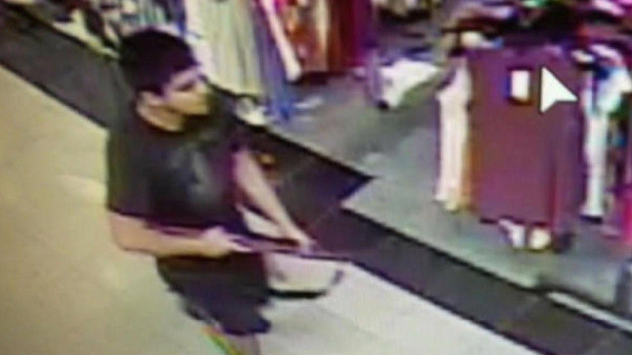Washington Shooting Gunman Hunted By Police After Deadly Mall Rampage