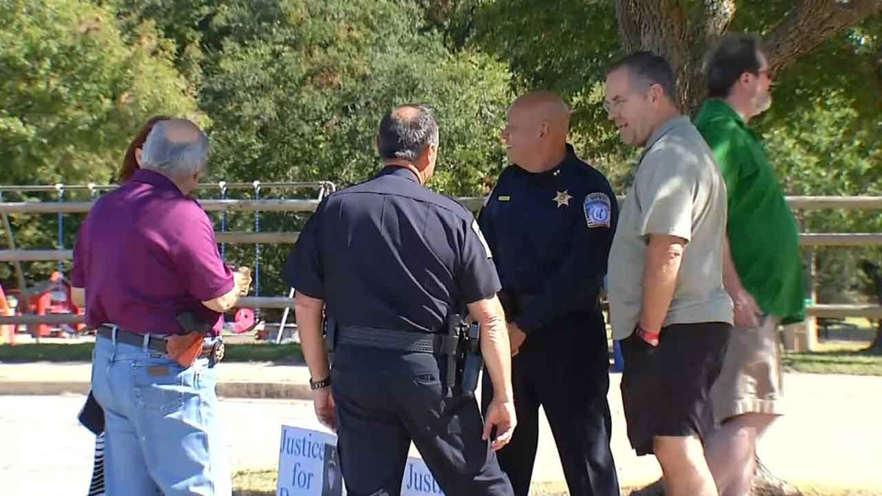 Tulsans Hold Rallies To Show Support For Law Enforcement