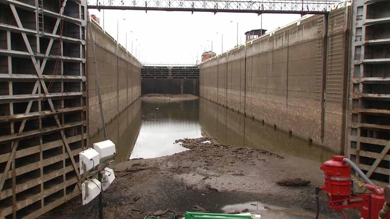 Gate Repair Temporarily Shuts Down Barge Traffic On Arkansas River