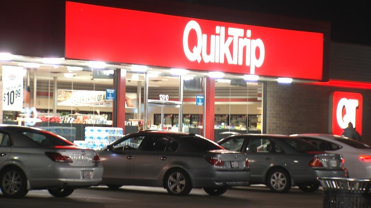 Two Men Rob Tulsa QuikTrip Armed With A Knife