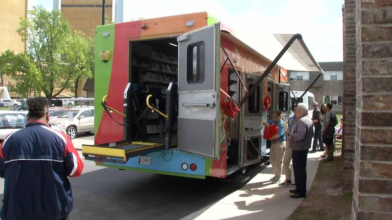 Tulsans Take Advantage Of Bookmobile