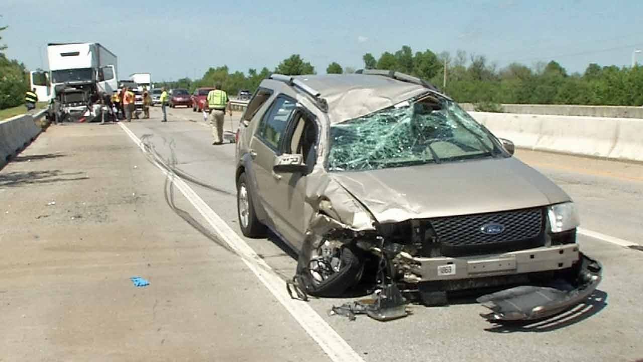 SUV Clips Semi On Tulsa Highway