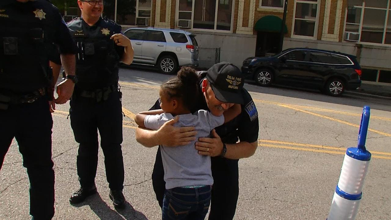 Louisiana Girl Crossing The U.S. To Hug Police Officers In All 50 States